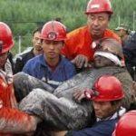 Čína zavře tisíce dolů